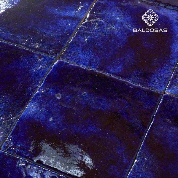 donkerblauwe tegel robuust