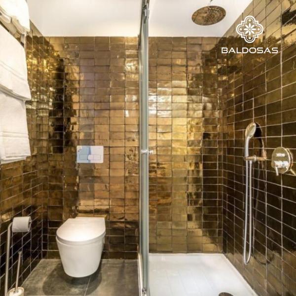 oud gouden tegel badkamer