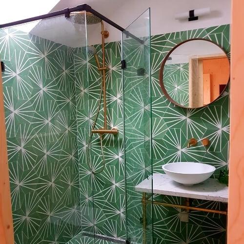 patroon tegels groen badkamer wandtegels