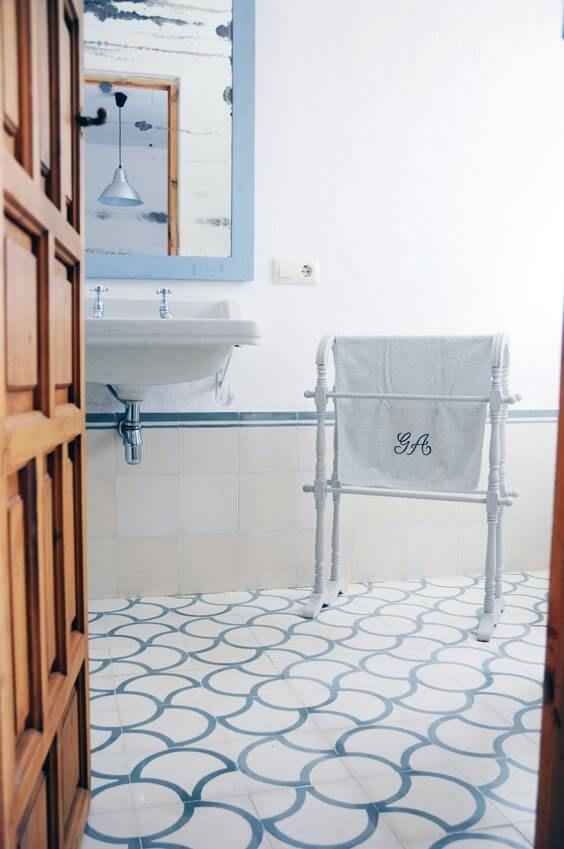 Spaanse cementtegel badkamer